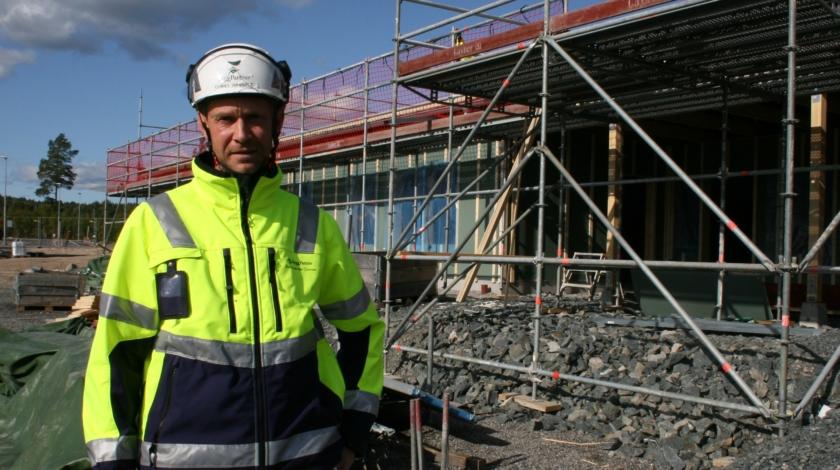 Daniel Hansols är ByggPartners arbetsledare vid bygget av det nya gruppboendet
