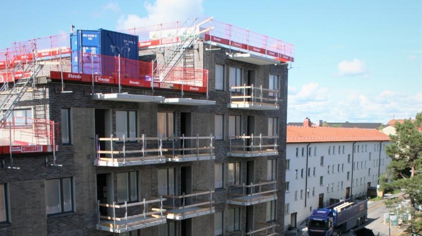 ByggPartner uppför tre nya hyreshus i Hägestensåsen. Hefab är beställare.